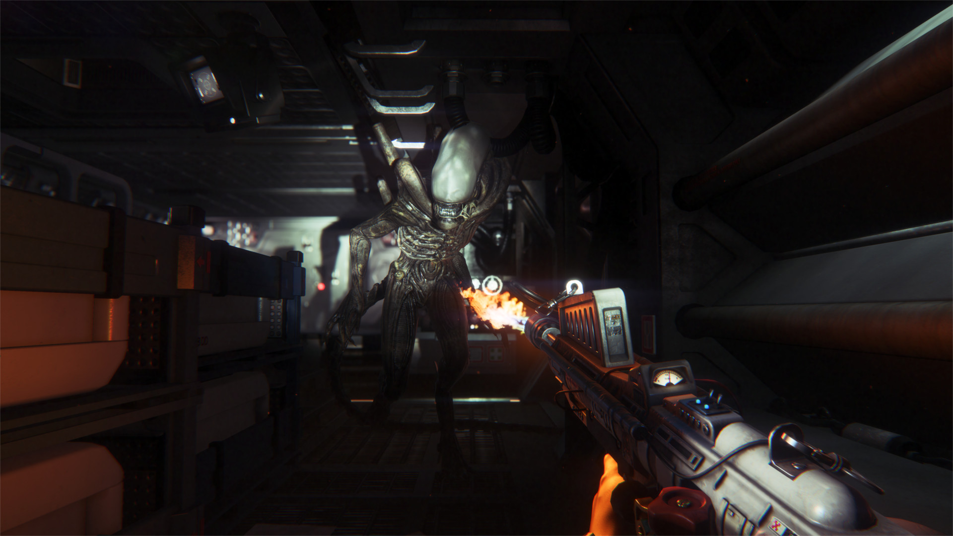 Alien Isolation review flamthrower